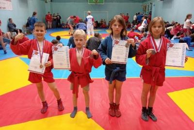 Калашниковские борцы привезли награды с крупных турниров по самбо
