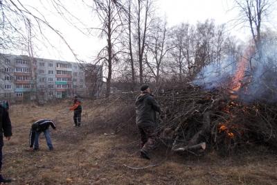 Жители поселка Льнозавода города Лихославля провели субботник