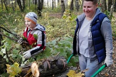 10 октября приглашаем жителей Лихославля принять участие в субботнике по приведению в порядок парка напротив школы № 2