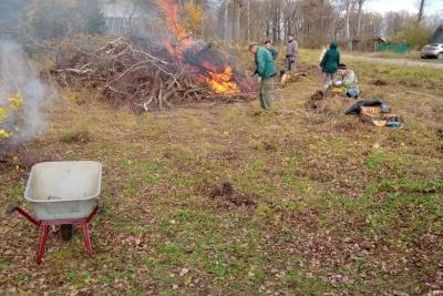 Приведение в порядок территории города Лихославля продолжается