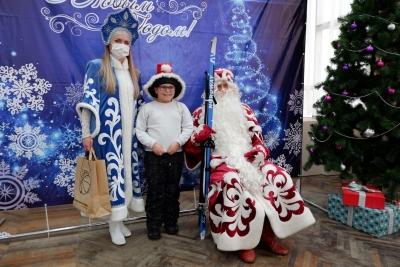 В «Декабрь милосердия» подарками осчастливили детей