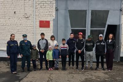 Сотрудники МЧС провели экскурсию для детей по пожарной части